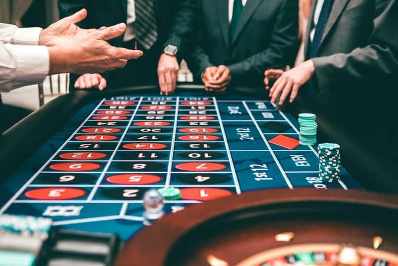 people-playing-poker-3279695-1