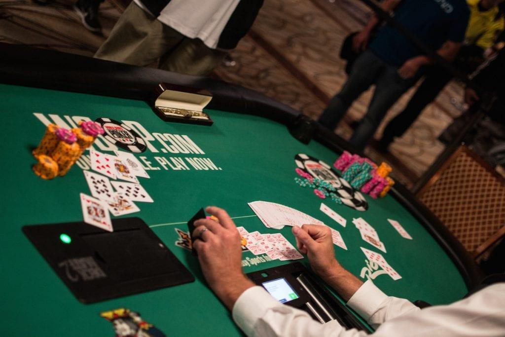 razz poker round